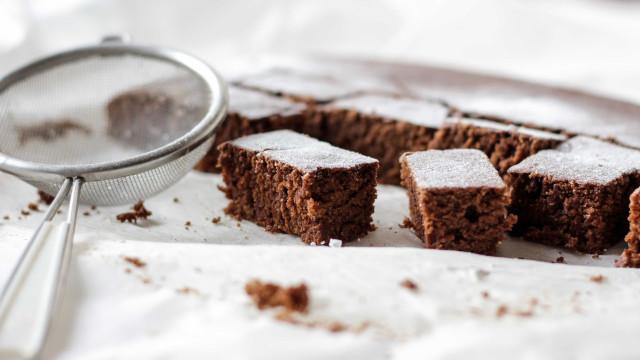 Sem peso na consciência: faça um brownie fit de aveia