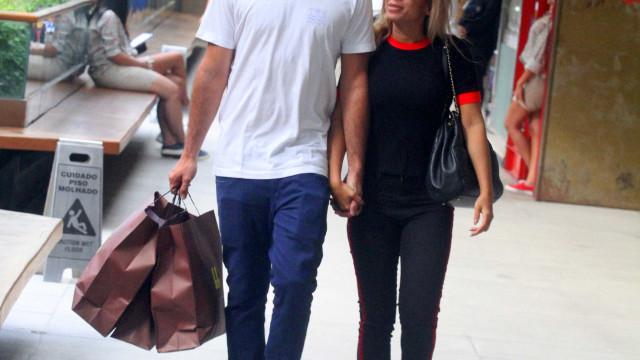 Marido de Anitta exibe aliança e afasta rumores de separação