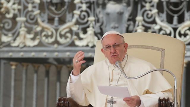 Papa Francisco faz novo apelo contra mortes no Mediterrâneo