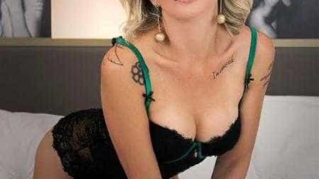 Antônia Fontenelle faz ensaio sensual às vésperas de completar 44 anos