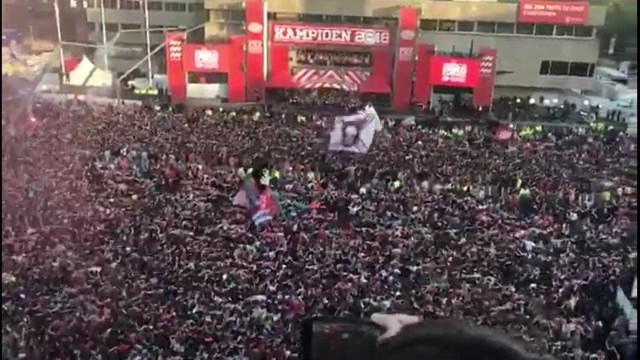 Torcida do PSV faz show à parte após conquista do Campeonato Holandês