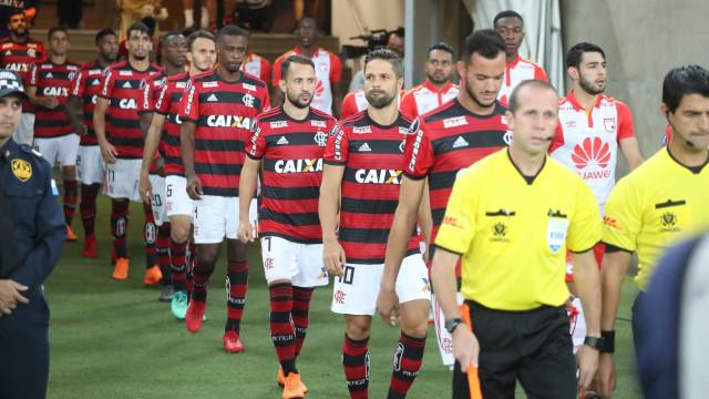 Muros da Gávea são pichados após empate na Libertadores: 'Fora Diego'
