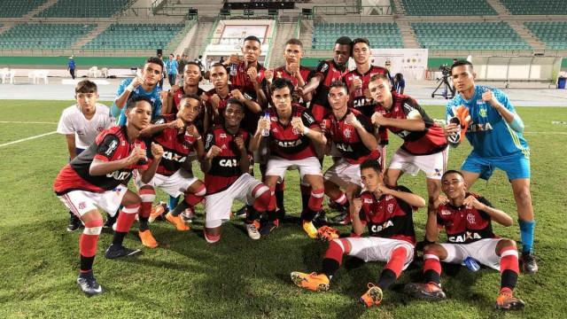 Flamengo supera Real Madrid e leva título de torneio sub-16 em Dubai