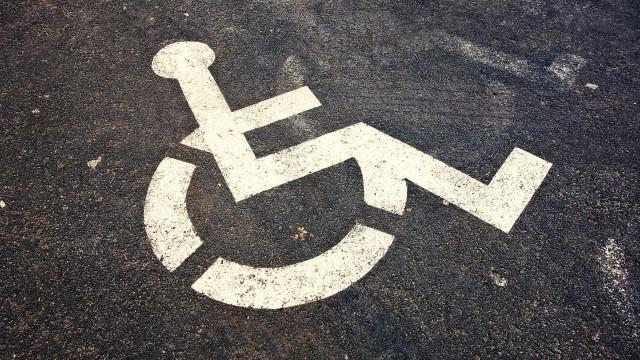 Aluno da UFBA é agredido ao flagrar homem parando em vaga de deficiente