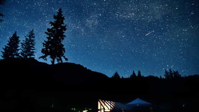 Chuva de meteoros vai 'invadir' céu brasileiro neste domingo