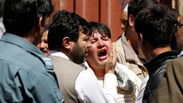 Sobe para 57 o número de mortos e 119 feridos no atentado em Cabul
