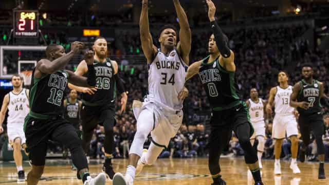 Playoffs da NBA: San Antonio vence a 1ª e Milwaukee empata a série