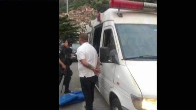 PMs são suspeitos de escoder maconha em ambulância