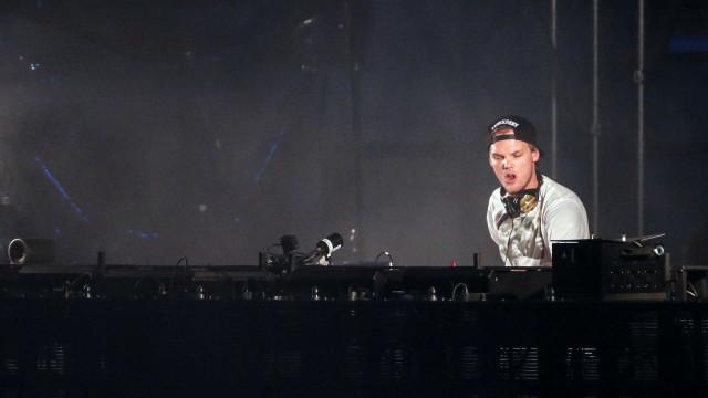 Família de Avicii confirma que o DJ cometeu suicídio