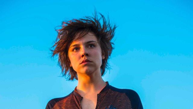 Alice Wegmann chora com estreia de 'Onde Nascem': 'To muito feliz!'