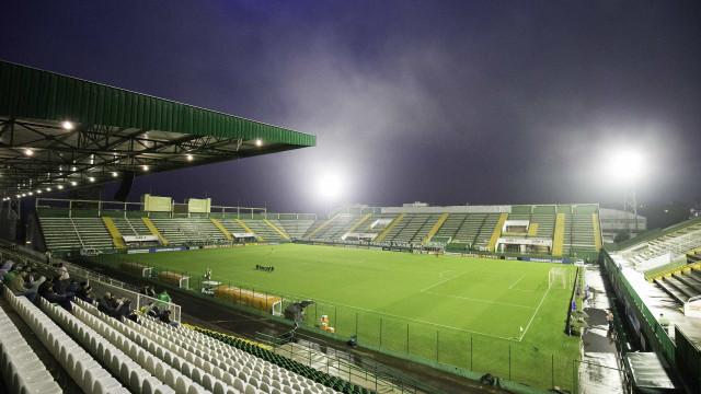 Em Chapecó, Atlético-PR busca superar o retrospecto ruim como visitante