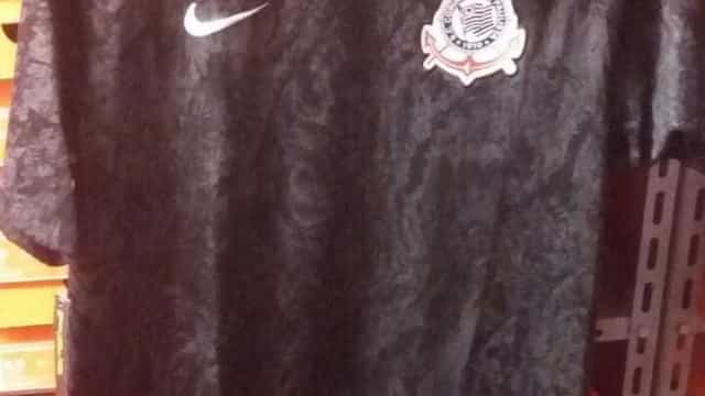 Vazam supostos novos uniformes do Corinthians
