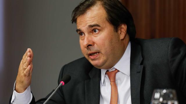 Maia anuncia que privatização da Eletrobras não será votada este ano