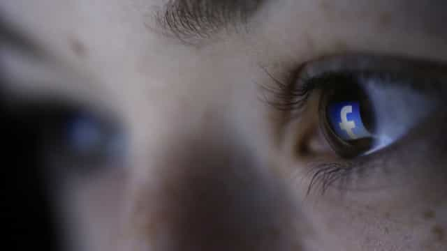 Apesar do escândalo, maioria dos usuários continua fiel ao Facebook