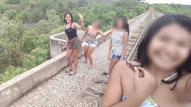 Jovens que caíram de ponte ao tirar selfie serão operadas