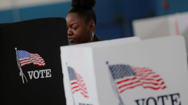 Justiça dos EUA acusa russa de tentar interferir nas eleições