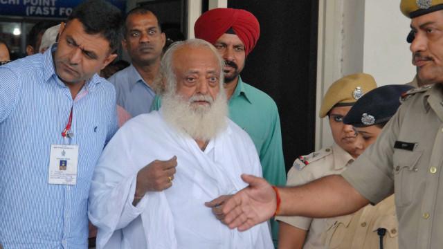 Guru indiano é condenado à prisão perpétua por estupro