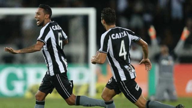 Botafogo vence o Grêmio com golaço no final do jogo