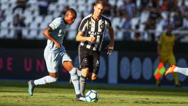 Valentim celebra vitória do Botafogo, mas 'não quer sempre no fim'