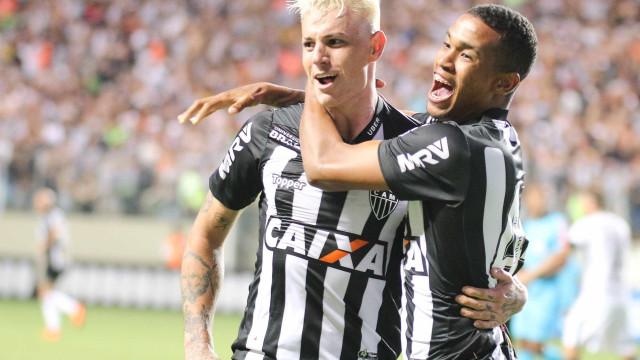 Atlético-MG vence em casa, e Corinthians perde a liderança