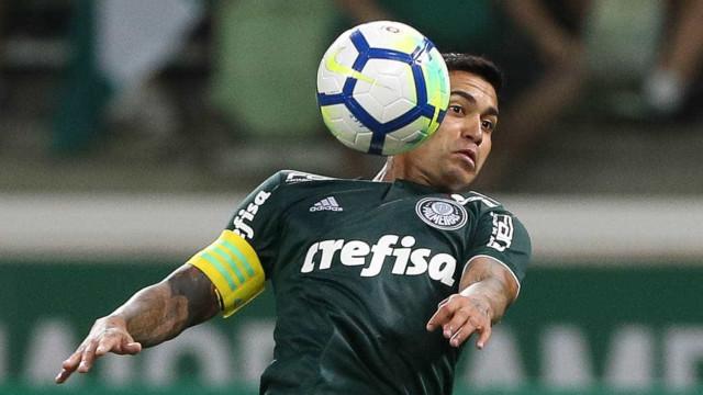 Moisés ironiza ao pedir VAR e Dudu reclama de erros contra Palmeiras