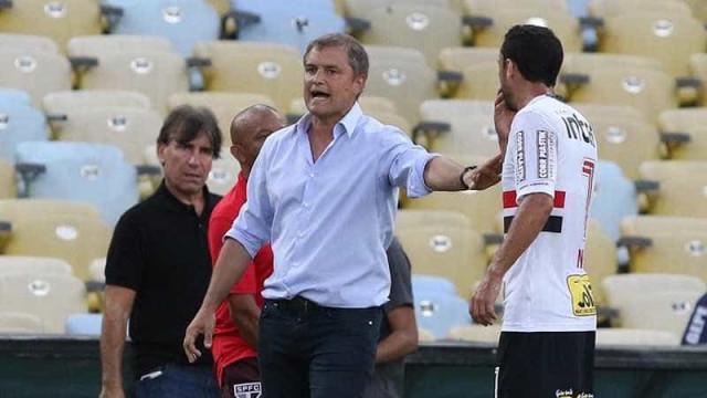 """Aguirre destaca """"cara boa"""" do São Paulo e elogia Diego Souza"""