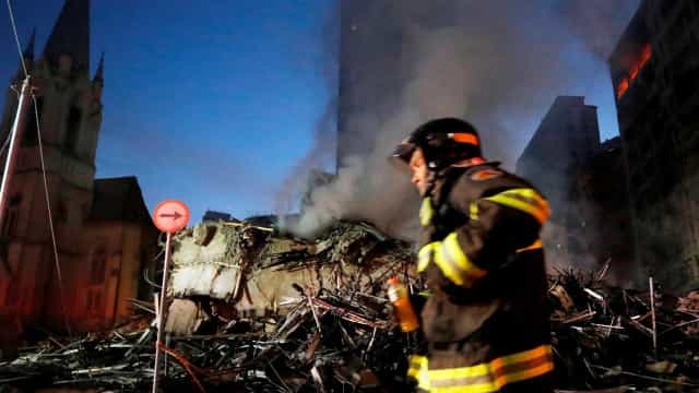 Prédio desabou no momento em que morador era resgatado