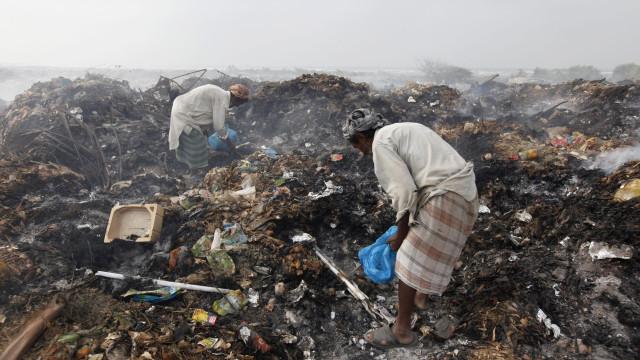 Centenas de bebês são encontradas mortas em pilhas de lixo no Paquistão