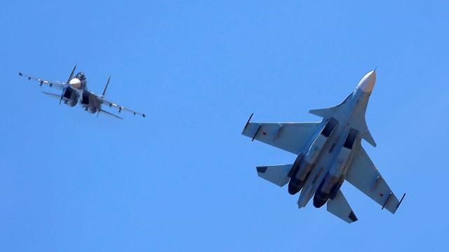Avião de guerra russo cai na Síria e mata os dois pilotos