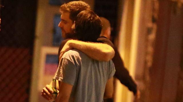 Primo de Bonner é fotografado com o namorado no Rio