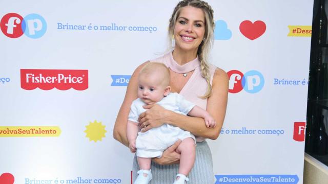 Karina Bacchi anuncia noivado e mostra aliança