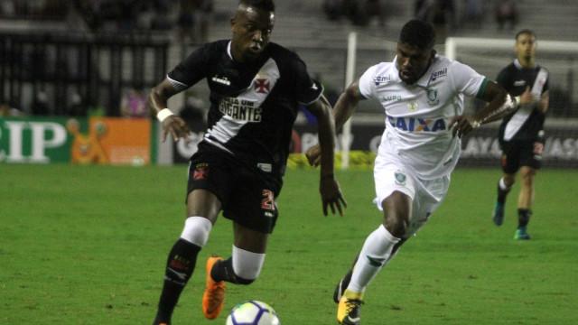 Vasco vira contra o América-MG, goleia em casa e alivia pressão