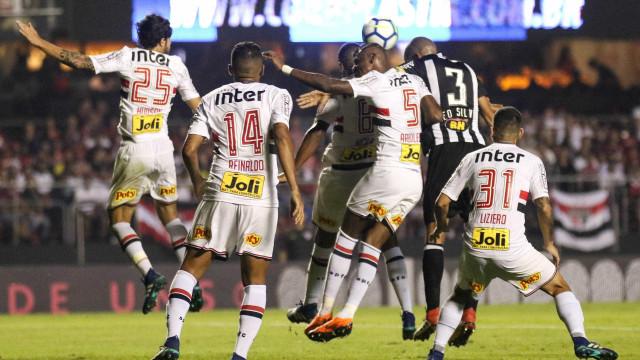 São Paulo leva virada, mas arranca empate no fim contra o Atlético-MG