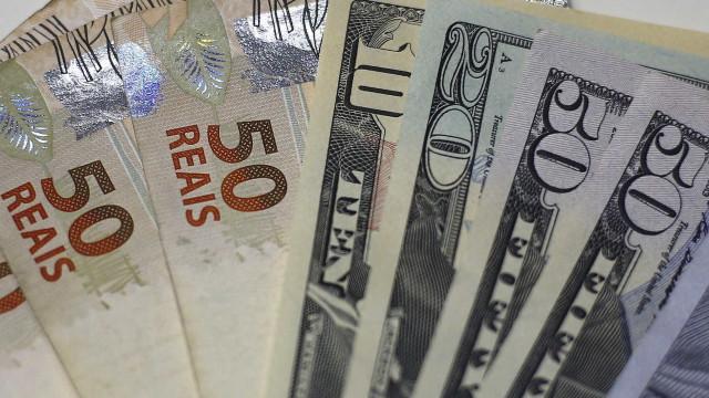 Investidores digerem pesquisas e dólar cai para R$ 4,13