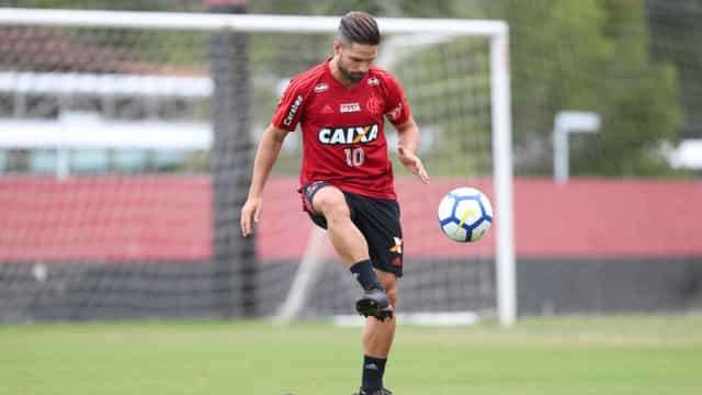Com volta de Diego, Flamengo defende liderança contra Chapecoense