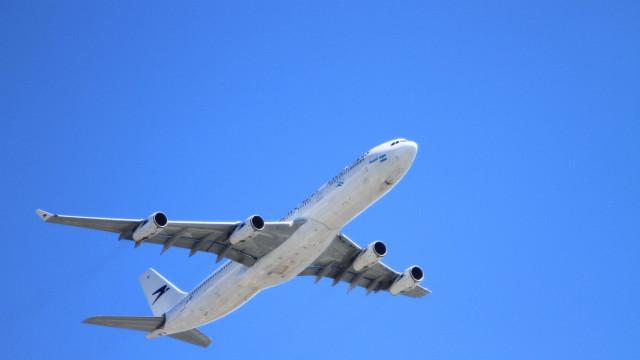 Avião cai em Cuba com 113 passageiros a bordo