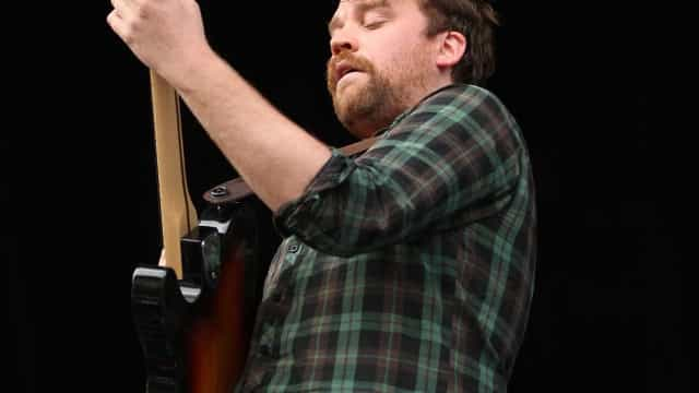 Scott Hutchison, do Frightened Rabbit, é encontrado morto na Escócia