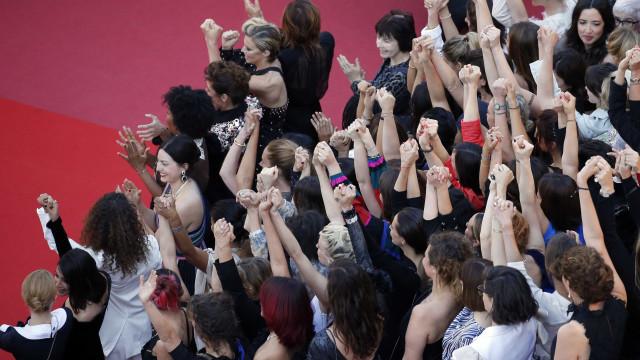 Marcha no tapete vermelho de Cannes pede igualdade de gêneros no cinema