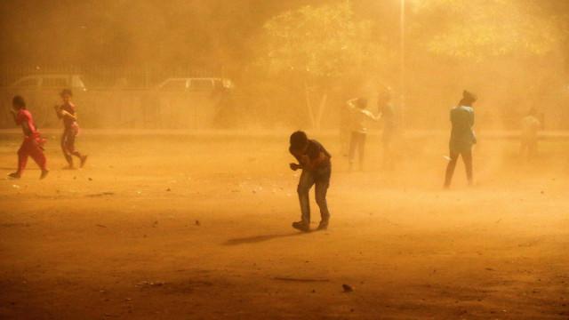Tempestade de areia e raios matam 41 pessoas na Índia