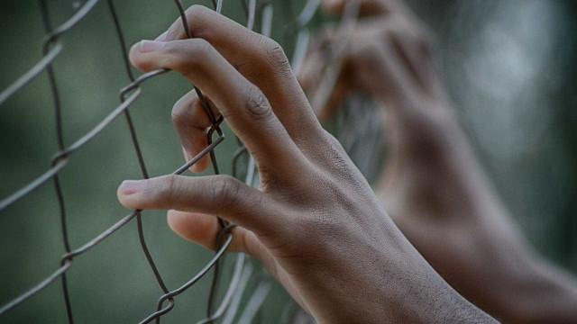 Adolescente de 11 anos é detido após estuprar menino de sete