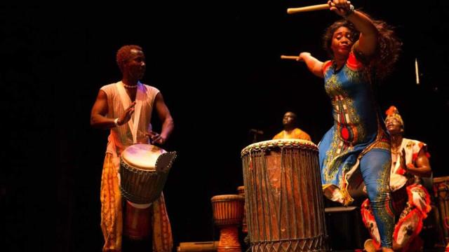 Orquestra formada por refugiados se apresenta em São Paulo