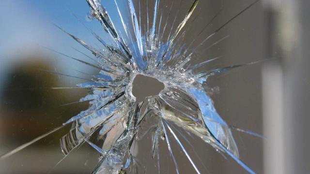 Homem é baleado dentro de carro e vai dirigindo até hospital em MG