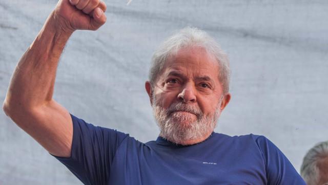 Sou candidato porque não cometi crime nenhum, diz Lula em carta