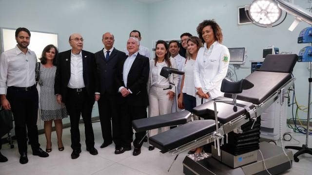Temer visita hospital de ex-prefeito preso e ouve vaias em Minas
