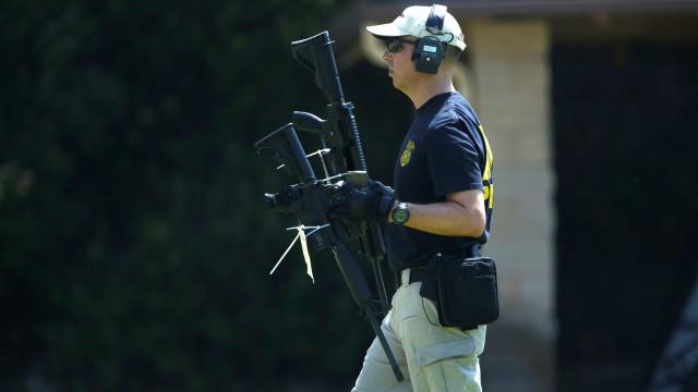 Nos Estados Unidos, direito a armas ainda vive impasse