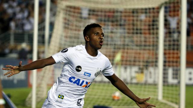 Rodrygo assume não estar pronto, mas diz sonhar com Barcelona