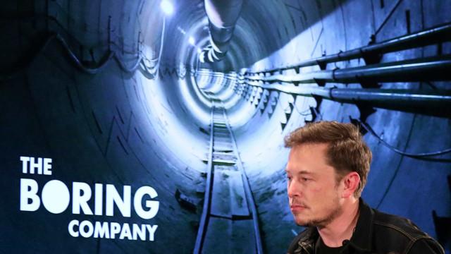 Elon Musk diz que transporte por túneis custará menos que ônibus