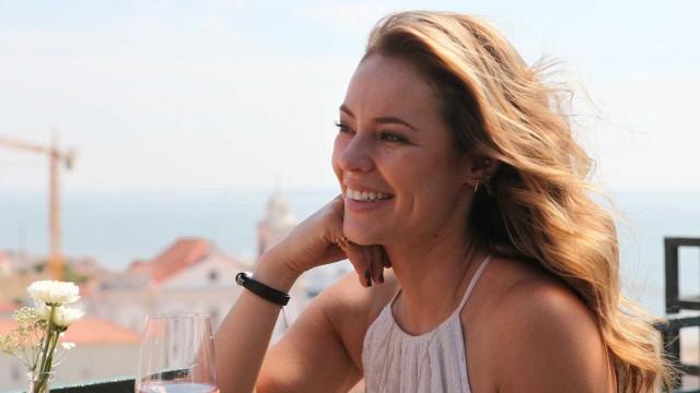 De férias em Lisboa, Paolla Oliveira levanta suspeitas de gravidez