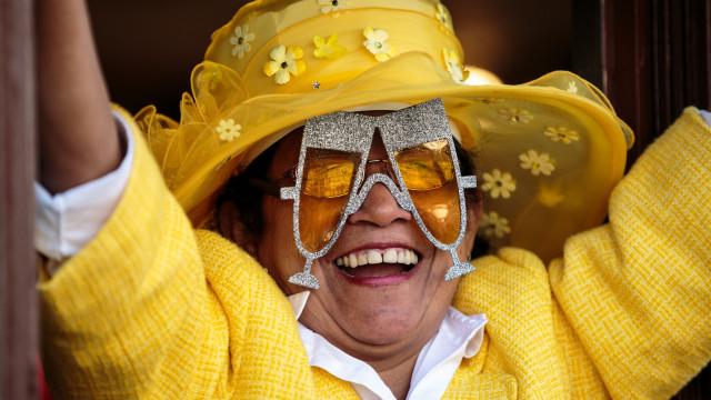 Os looks mais irreverentes dos fãs da família real britânica