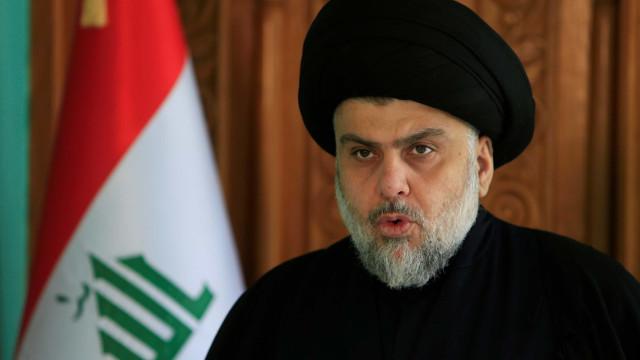Clérigo xiita anti-Irã vence eleições no Iraque